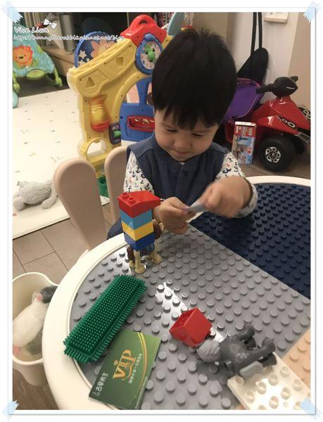 lego table3.jpg